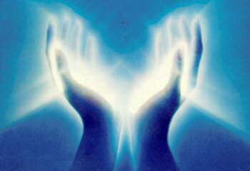 reiki-light-in-hands